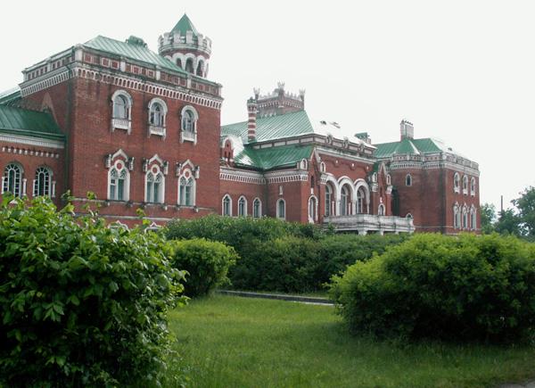 Замок Шереметевых. Фасад со стороны главого подъезда [Николай Чуксин]