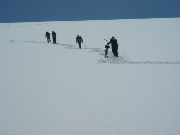 Концептуально: альпинисты и велосипедисты.