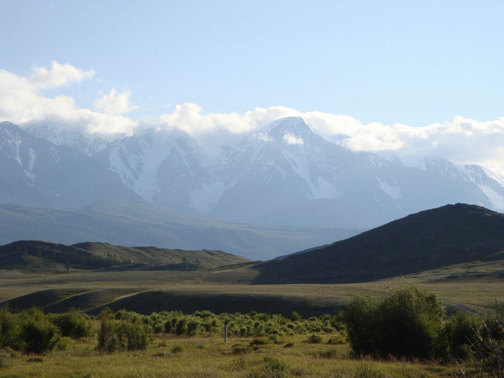 Курайская степь.  Вид от речки Тёте назад на горную цепь.